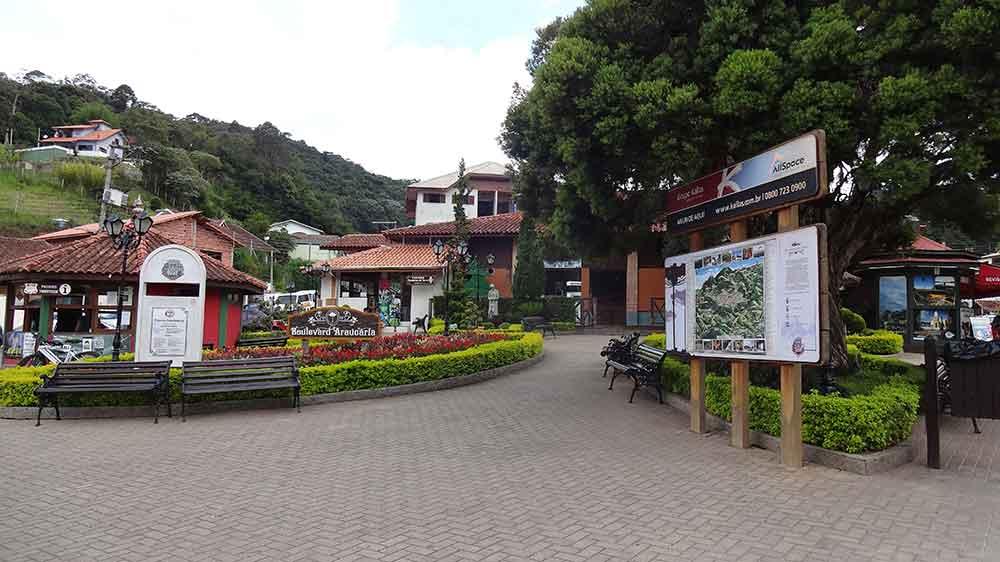 Praça no Centro de Santo Antonio do Pinhal
