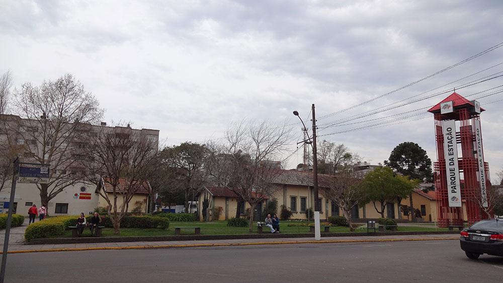 Praça em frente a Estação de Carlos Barbosa