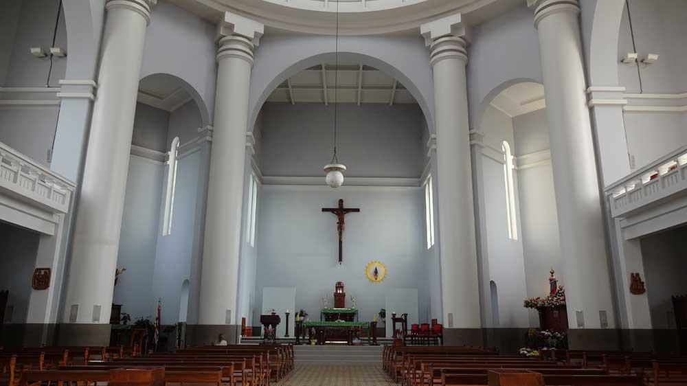 Interior do Santuário Atual de Nossa Senhora de Caravaggio