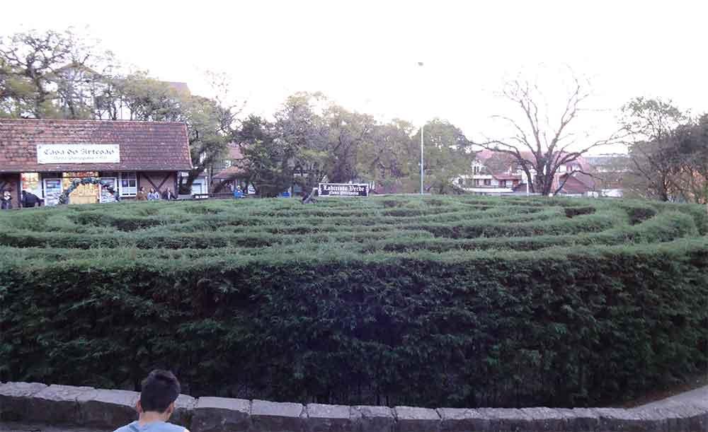 Labirinto Verde com uma Vencedora lá no centro - Nova Petropolis