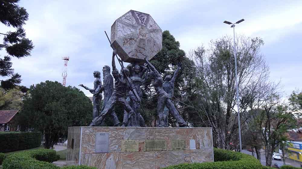 Monumento da Praça da República - Nova Petropolis