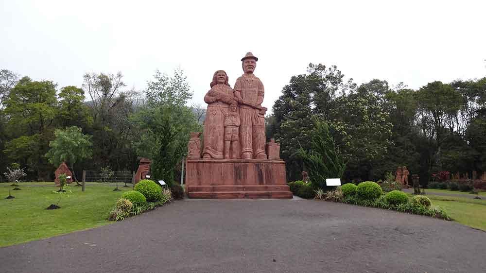 Estátua Parque Pedras do Silêncio