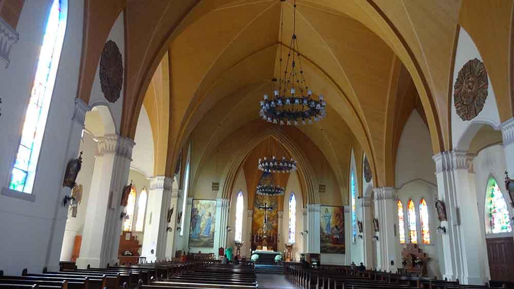 Interior da Igreja de Pedra - Canela