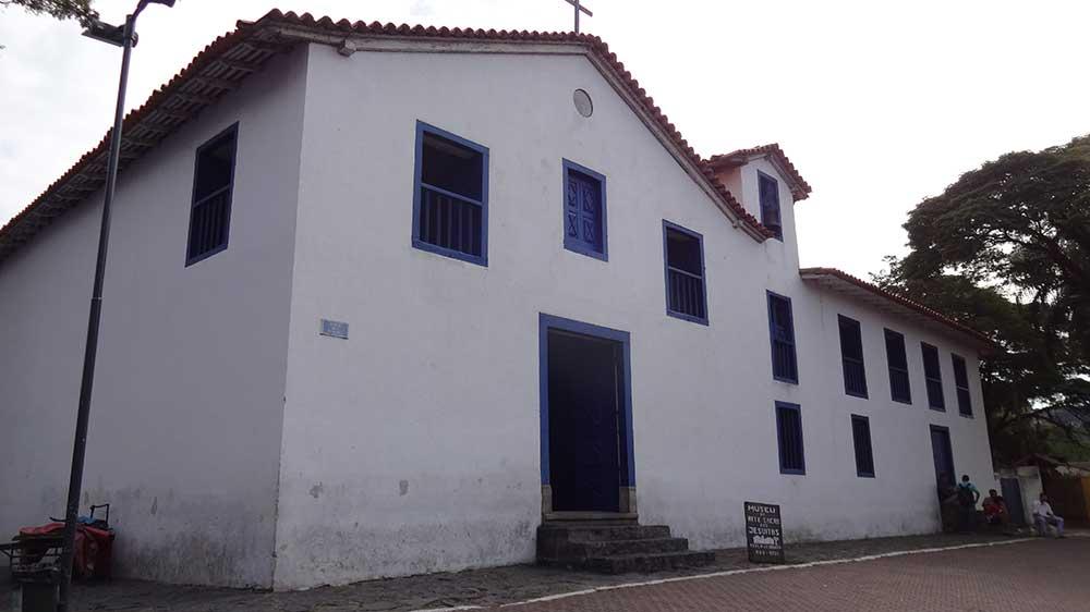 Igreja e Museu de Artes Sacras Jesuítas - Embu das Artes SP