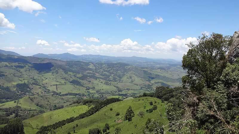 Lugares tranquilos para passar o carnaval - Vista do Alto da Pedra Ana Chata - São Bento do Sapucaí