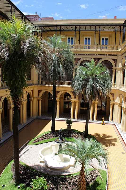 Jardim Interno Casa Rosada