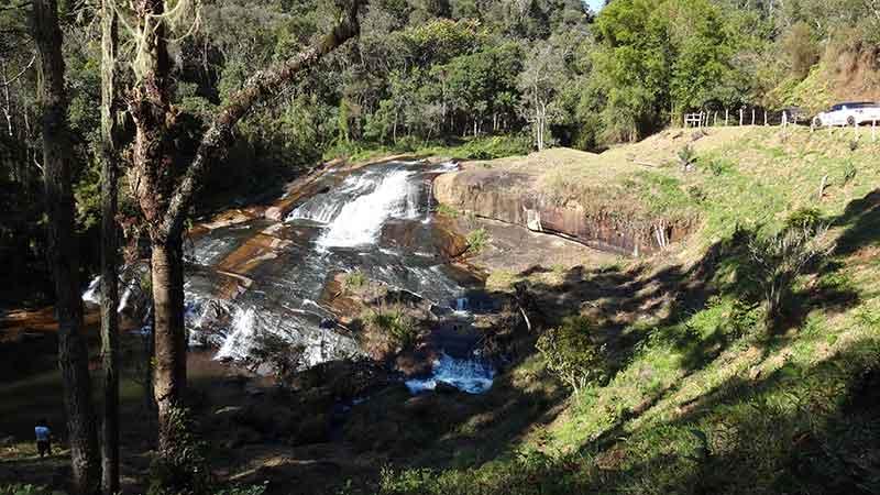 Cachoeira no caminho do Parque Nacional da Serra do Mar - Cunha