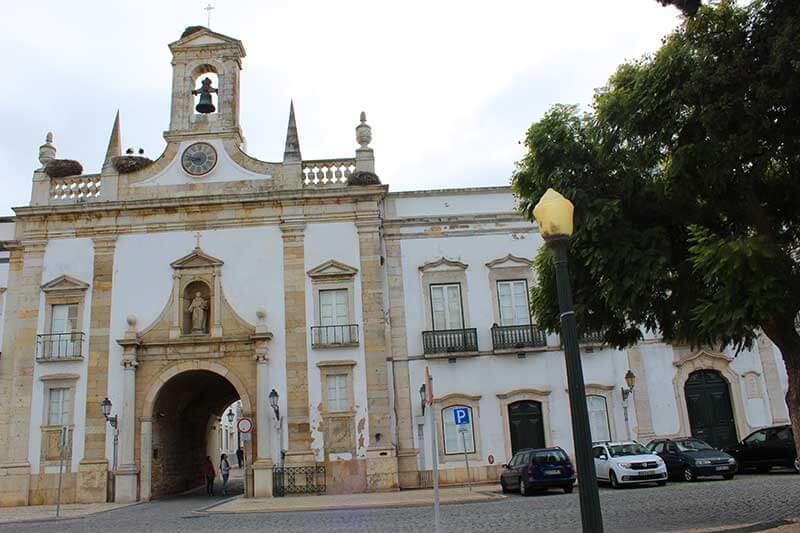Arco da Vila com ninho de Cegonhas - Faro Portugal
