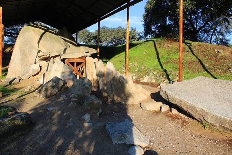 Anta Grande do Zambujeiro - Monumentos Megalíticos
