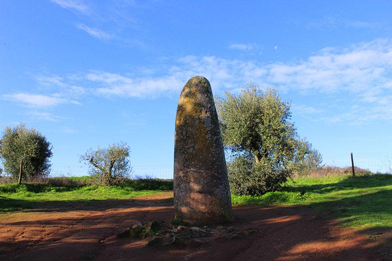Menir - Monumentos Megalíticos - Évora